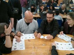 Rémy Delivorias propose un prototype de jeu de société pendant le festival du jeu OFF de Valence 2016