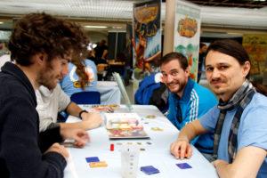 démonstration de jeu sur le stand Gameflow pendant le Festival du jeu de Valence 2018