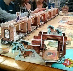 Le train du jeu Colt Express surdimensionné au Festival du jeu de Valence 2016