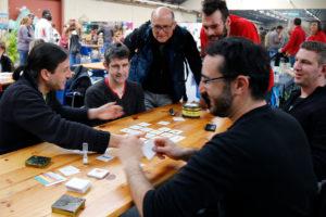 Antoine Bauza, Rémy Delivorias et Florian Siriex testant un prototype de jeu au festival du jeu de Valence 2016.